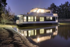 Moama on Murray Houseboats