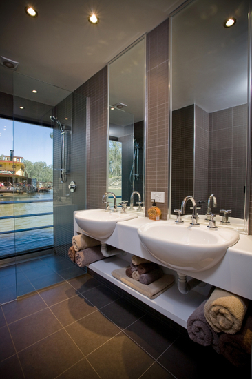 Ultimate 2 5 bedrooms 2 bathrooms echuca luxury houseboats for Ultimate bathrooms