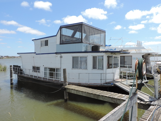 Fantastic cheap good small houseboat for sale
